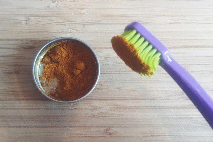 tandpasta med kokosolie og gurkemeje